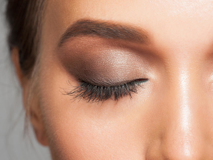 Фото №3 - Как подобрать тени под цвет глаз и тон кожи: пошаговая инструкция