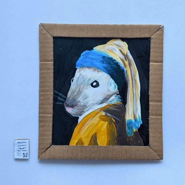 Фото №4 - Муж и жена на самоизоляции построили маленькую картинную галерею для своих мышей