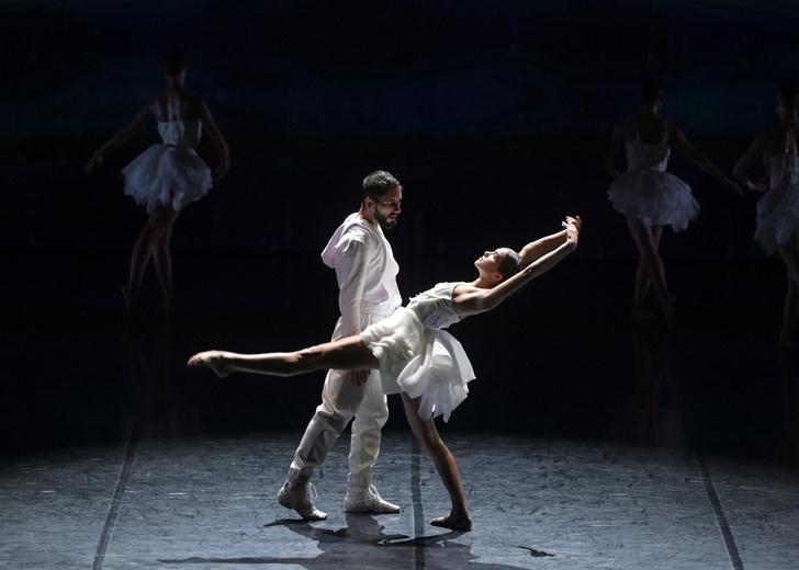 Фото №3 - Игорь Чапурин создал костюмы для балета «Лебединое озеро»