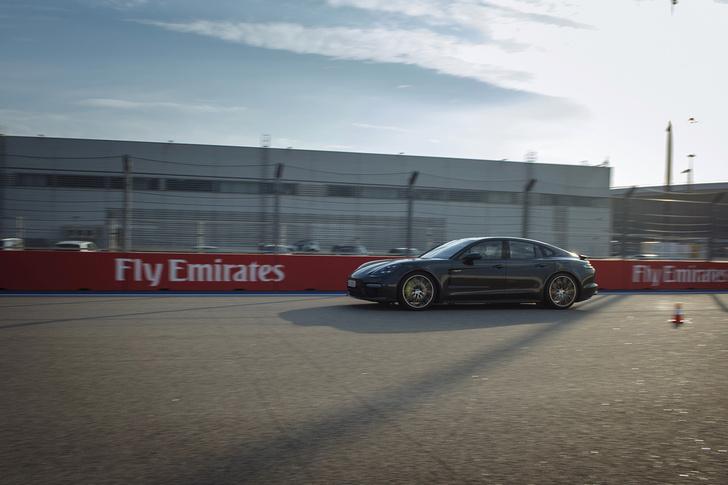 Фото №8 - Вирус Porsche: как прокатиться на всех моделях автомобильного бренда за один день