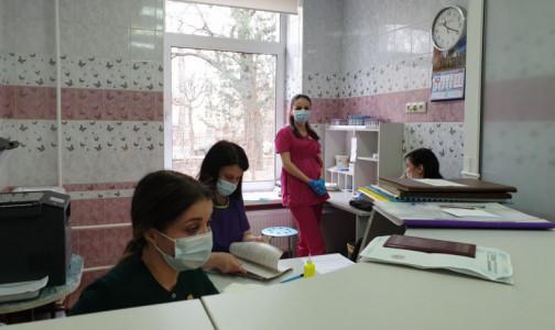 Фото №1 - В Петербурге свободно 17% коек для пациентов с COVID-19. Больницы продолжают возвращаться к обычному режиму работы