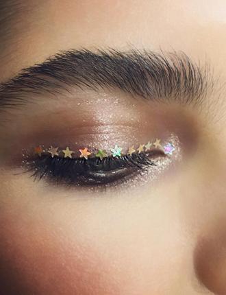 Фото №7 - Стразы и наклейки на лице: новый beauty-тренд