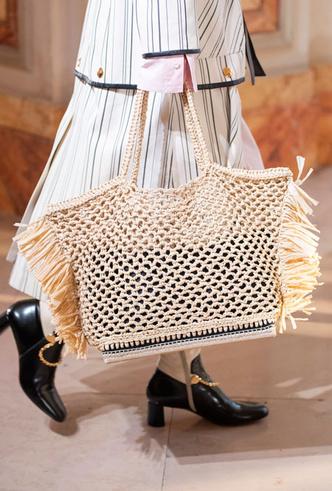 Фото №36 - Самые модные сумки весны и лета 2020