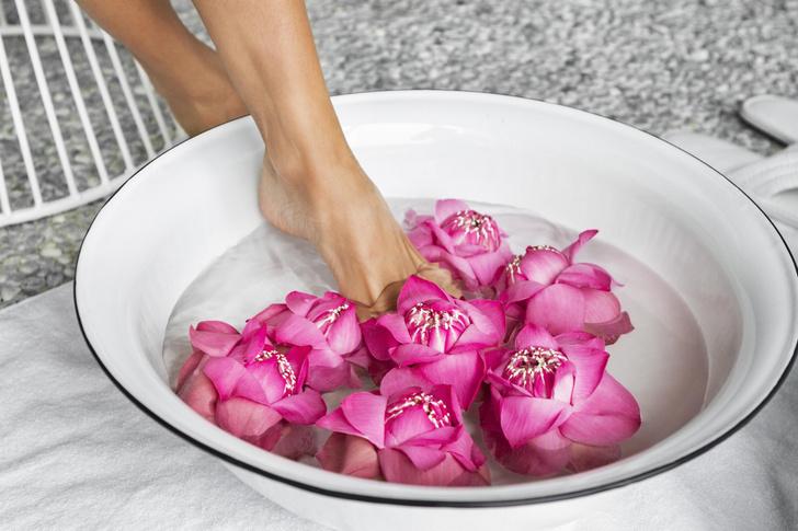 Фото №1 - Как почистить пятки в домашних условиях: 11 проверенных рецептов