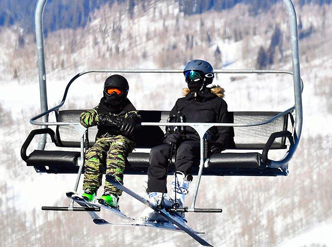 Фото №3 - Лыжню: Анджелина Джоли проводит выходные на горнолыжном курорте