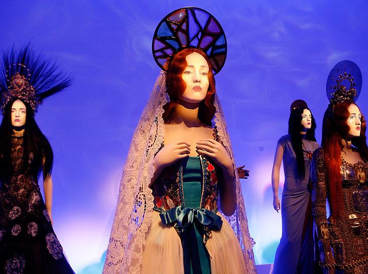 Фото №3 - Секс, корсеты и перья: 8 звездных муз Жан-Поля Готье