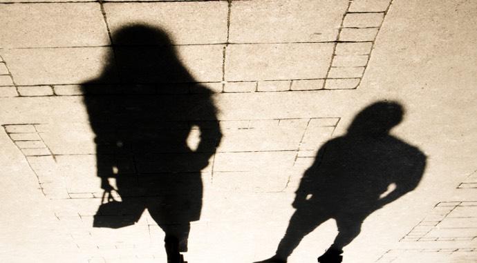 Почему жертвам сексуальных домогательств сложно просить о помощи