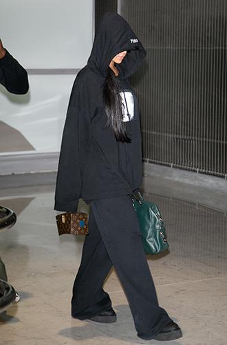 Фото №26 - Это слишком: как Рианна «помешалась» на одежде oversize