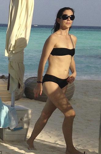 Фото №25 - Королевский пляж: плавки и бикини монарших особ
