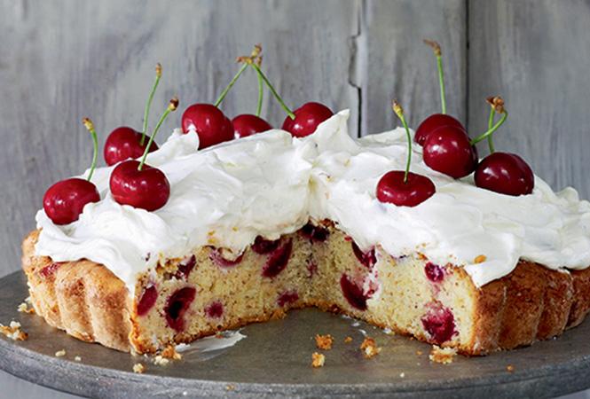 Фото №2 - Вишневый пирог с сырным кремом