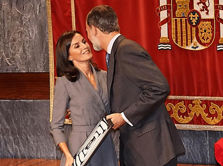 Фото №3 - Доказательства любви: король Филипп VI поцеловал королеву Летицию на публике