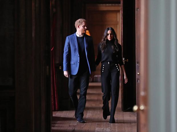 Фото №12 - Принц Гарри и Меган Маркл накануне Дня всех влюбленных приехали в Шотландию