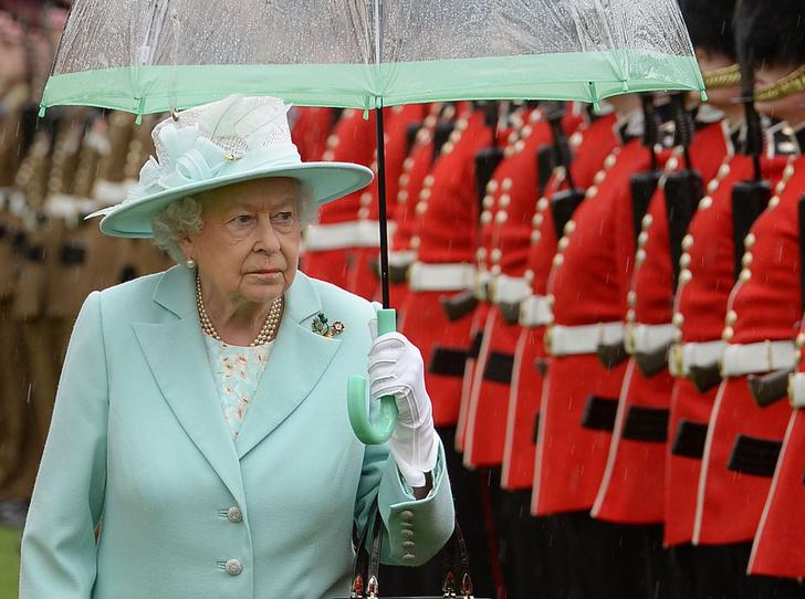Фото №6 - Что могут короли: как проходит типичный день Елизаветы II в Букингемском дворце