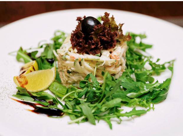 Фото №3 - Крабовый салат: три лучших рецепта