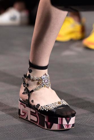 Фото №17 - Самая модная обувь весны и лета 2020: советы дизайнеров
