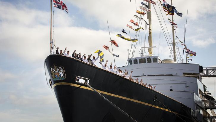 Фото №1 - На борту королевской яхты Britannia из сериала «Корона»