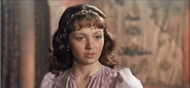Фото №20 - Из принцесс в королевны: как менялась внешность героинь советских фильмов-сказок
