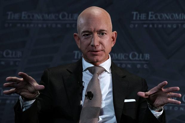 Фото №1 - Джеф Безос покидает Amazon. Две пиццы на совещание и другие странные бизнес-принципы миллиардера