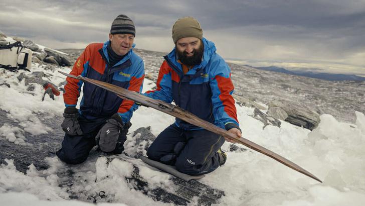 Фото №1 - Найдена одна из древнейших пар лыж