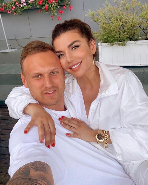 Фото №1 - «Можете поздравлять»: Анна Седокова и Янис Тимма поженились