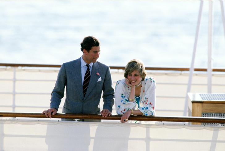 Фото №11 - На борту королевской яхты Britannia из сериала «Корона»