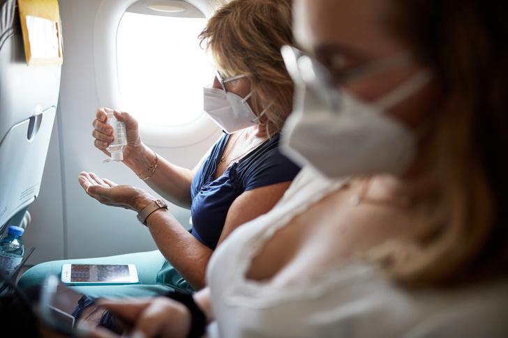 Фото №2 - Пять мест в самолете, которые лучше не трогать