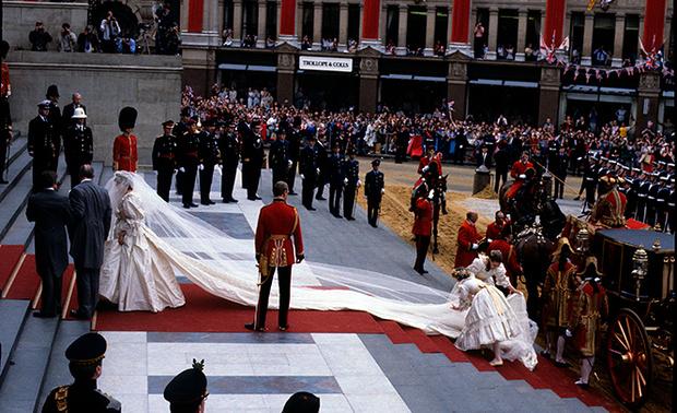 Фото №7 - Свадебное платье-катастрофа принцессы Дианы