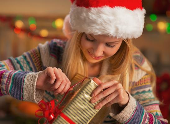 Фото №1 - Что подарить подруге на Новый год