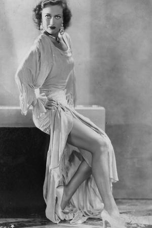 Фото №9 - История в деталях: как менялись вагиноплатья от Древней Греции до наших дней