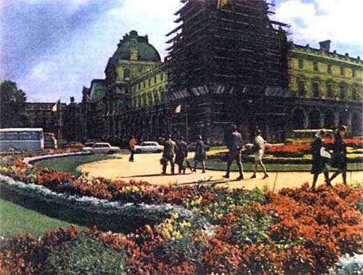 Фото №1 - Лувр снизу вверх