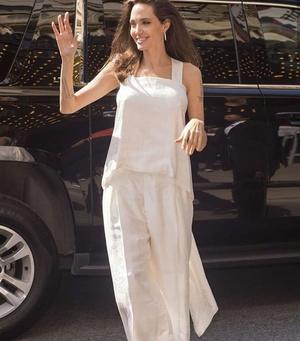 Фото №7 - 5 образов Анджелины Джоли, которые всегда будут в моде