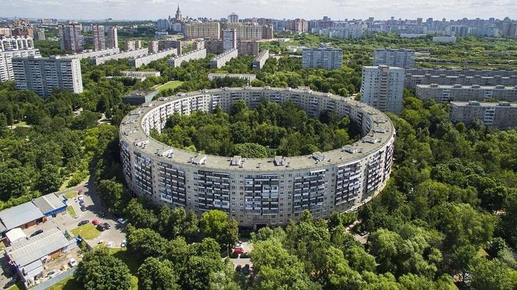 Фото №1 - Для чего в советской Москве построили дома-бублики?