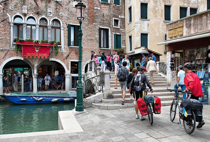 Фото №1 - В Венеции запретили ездить на велосипедах