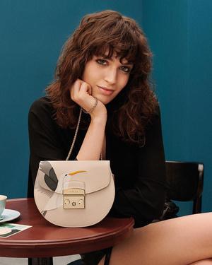 Фото №2 - Флирт по-итальянски: как носить сумки из новой коллекции Furla