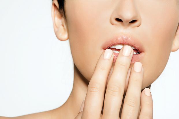 Фото №2 - Как увеличить губы с помощью самомассажа: 4 упражнения