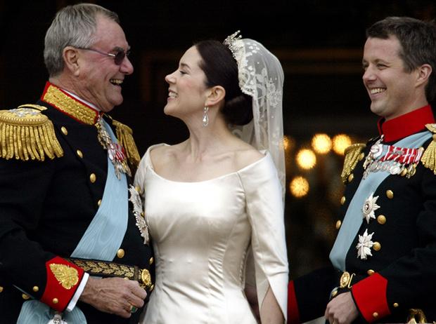 Фото №57 - Самые трогательные моменты королевских свадеб (о Гарри и Меган мы тоже не забыли)