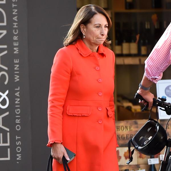 Фото №2 - Как (и зачем) Кейт и Кэрол Миддлтон меняются одеждой