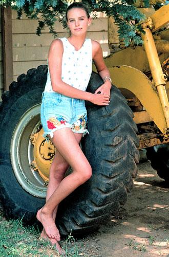 Фото №3 - Эволюция стиля Шарлиз Терон: как девочка с фермы стала голливудской дивой