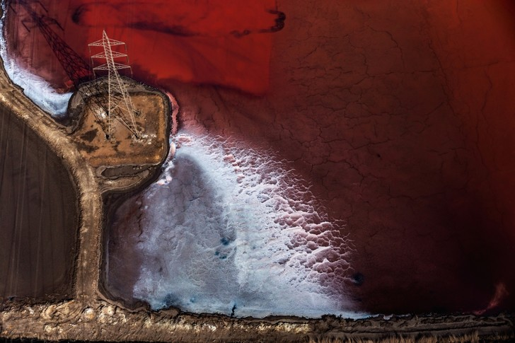 Фото №1 - Красное озеро