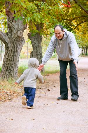 Фото №2 - Кого малыш любит больше: маму или папу?