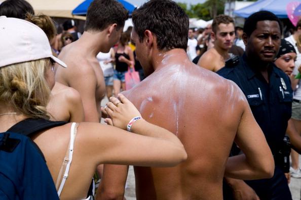 Фото №1 - Ученые рассказали, как правильно наносить солнцезащитный крем