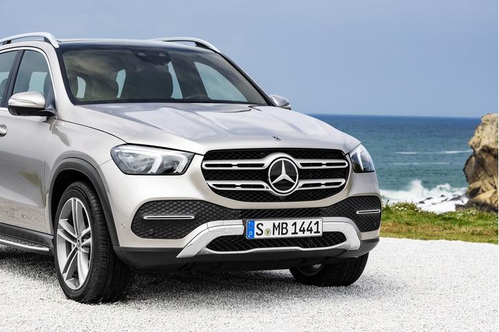 Фото №1 - Mercedes создал машину для большой семьи и приключений