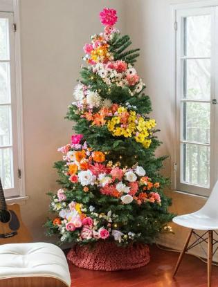 Фото №6 - Елочка, цвети: новый рождественский тренд в декоре