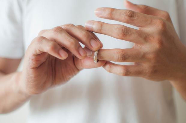 Фото №1 - Нелепые законы о браке, которые вы нарушаете прямо сейчас