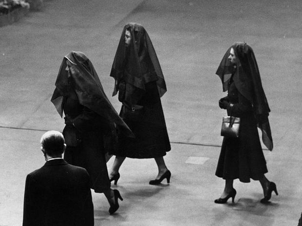 Фото №1 - Грустный повод: история королевского траурного дресс-кода
