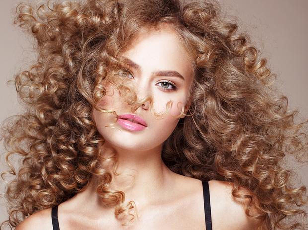 Фото №2 - 5 незаменимых средств для ухода за кудрявыми волосами