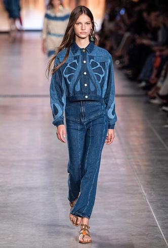 Фото №2 - Скинни, клеш и рваные: самые модные джинсы весны 2020
