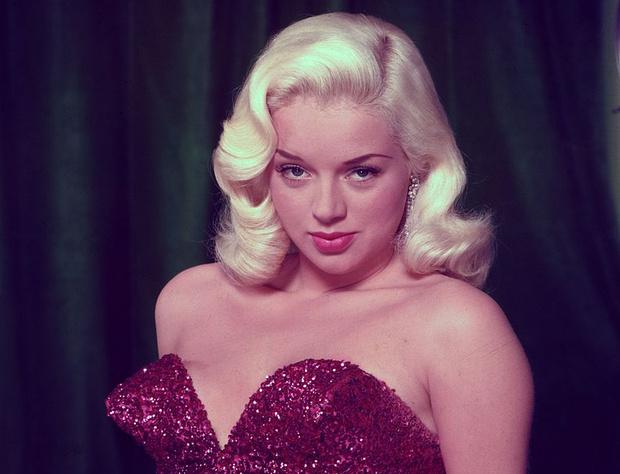 Фото №1 - Не только Мэрилин Монро: еще шесть шикарных блондинок 1950-х