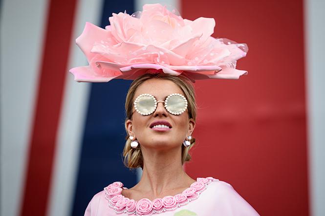 Фото №1 - Берегитесь женщин: яркие моменты 3-го дня на Royal Ascot 2017
