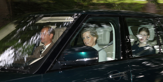 Фото №5 - Как герцогиня Кейт проводит время с королевой в Балморале